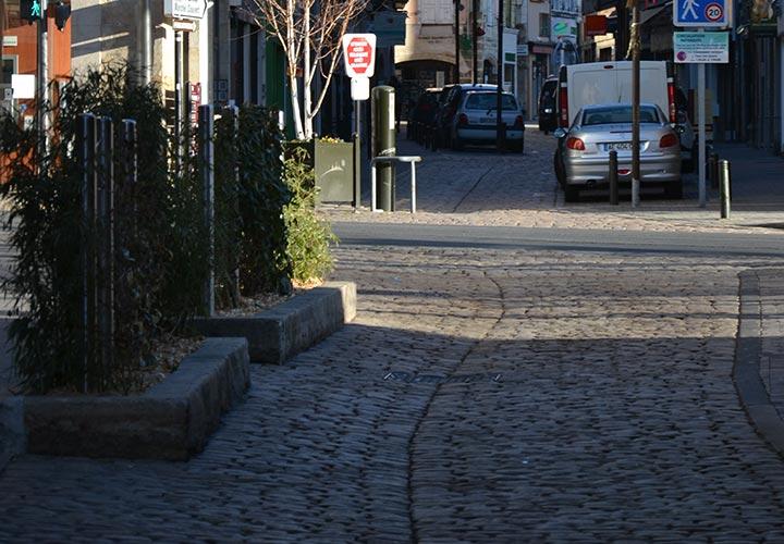 Rue pavée du Puy en Velay