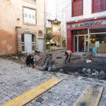 Travaux de pavage en face de la Mappemonde au Puy en Velay